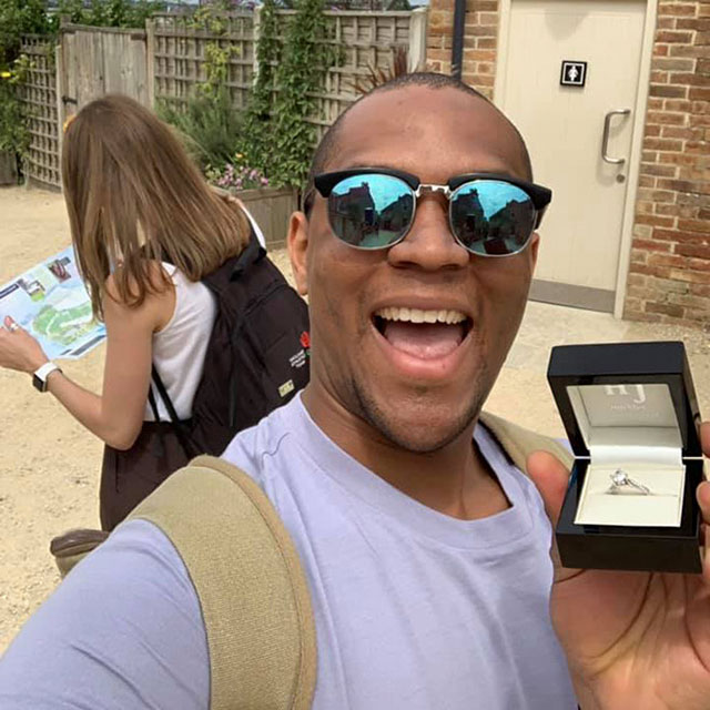 Boyfrined Takes Photos of Engagement Ring in Front of Girlfriend Without Her Noticing