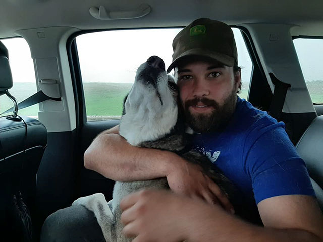 man reunites with lost dog after 4 years